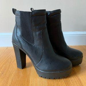 Nine West black Chelsea Boot